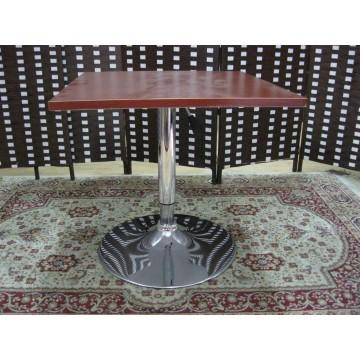 τραπέζι με ρυθμιζόμενο ύψος