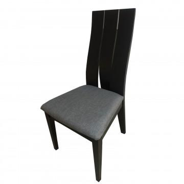 Καρέκλα τραπεζαρίας Κ15 από ξύλο δρυς βεγγε χρώμα μα ψηλή πλάτη και γκρι πάτο.