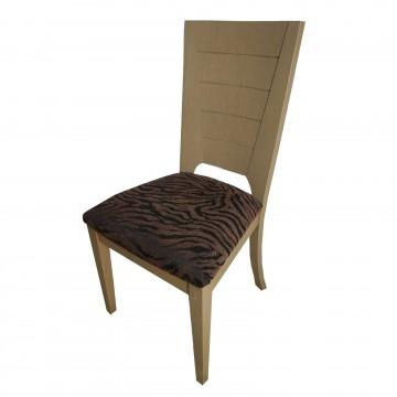 Καρέκλα τραπεζαρίας Κ11 από ξύλο δρυς γκρι φυσικό χρώμα με ψηλή πλάτη και καφέ πάτο