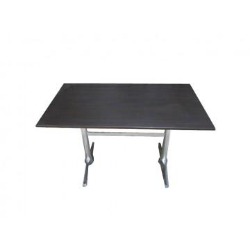 τραπέζι με αλουμινίου βάση