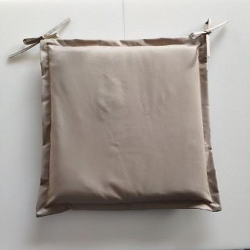 Μαξιλάρι εξωτερικου χώρου με αδιάβροχο υφασμα και κορδονάκια δεσίματος σε χρώμα μπεζ της άμμου